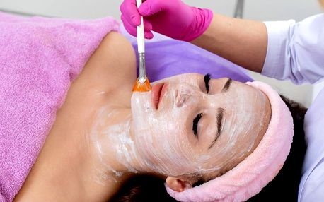 Základní nebo hydratační kosmetické ošetření pleti