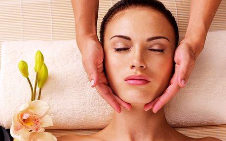 Masáž nohou vč. peelingu a kosmetická masáž s maskou