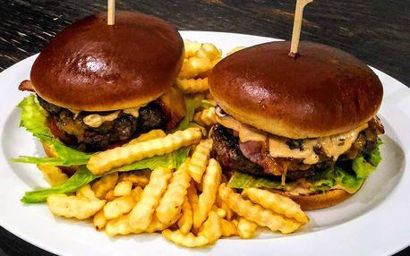 Hovězí burger se sýrem čedar a přílohou pro dva