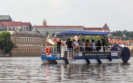 Na šlapací lodi centrem Prahy: plavba i s pitím