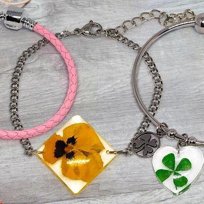 Náramky s pravými květinami: 17 krásných variant