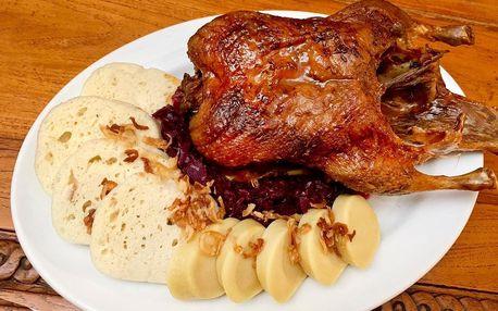 Pečená kachna se zelím a knedlíky a palačinky