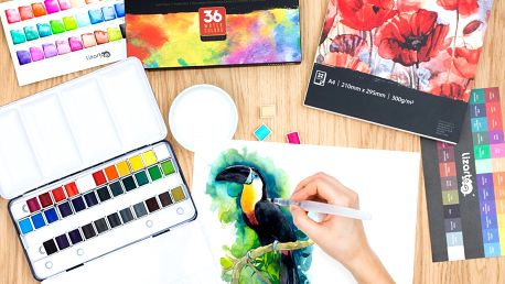 Sada štětcových per nebo akvarelových barev