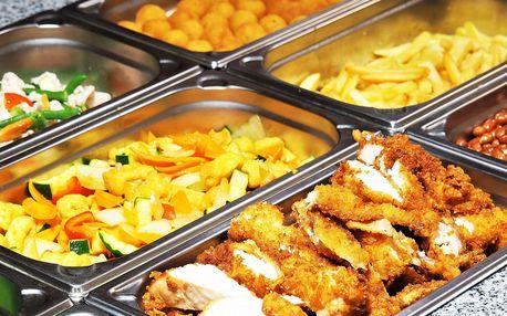 Vietnamský obědový bufet: talíř plný specialit