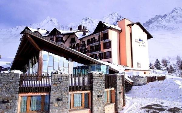 Passo Tonale   Hotel Piandineve****   3–7 nocí s polopenzí   Dítě do 7,99 let zdarma   Slevy na skipas