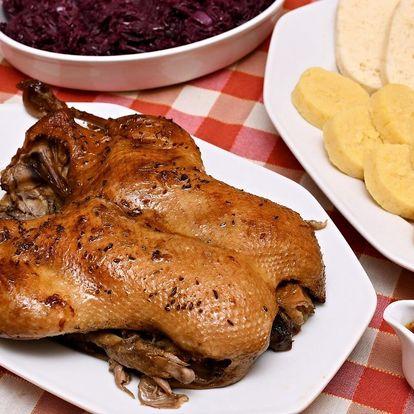 Kilo řízků, grilované koleno či pečená kachna