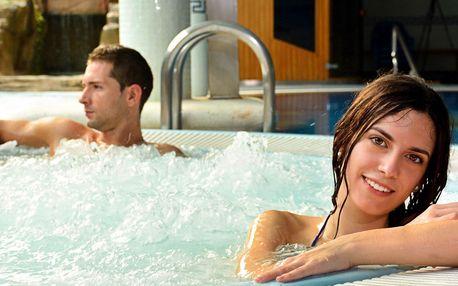 Vstup do veřejného wellness i vyhřívaný bazén