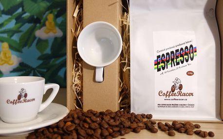 Dárkové sety kávy CoffeeRacer se šálkem a magnetkou
