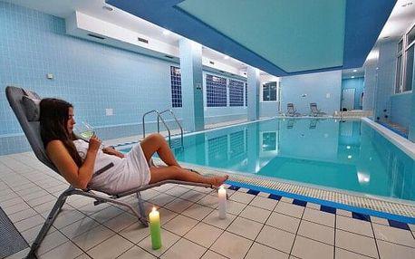 Bílé Karpaty v Horském Hotelu Jelenovská *** s polopenzí, vínem, neomezeným wellness (bazén, vířivka) + zábal